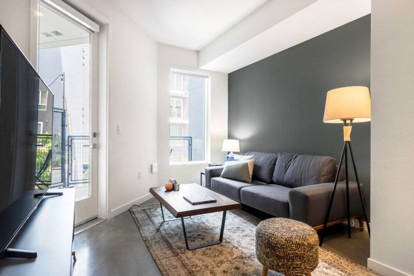 Modern Studio 10min to Metro Center St