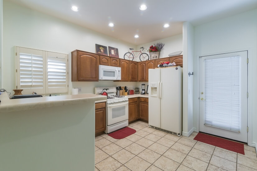 Fully stocked kitchen, dishwasher, stove