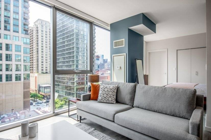 Furnished River North Studio w/Pool