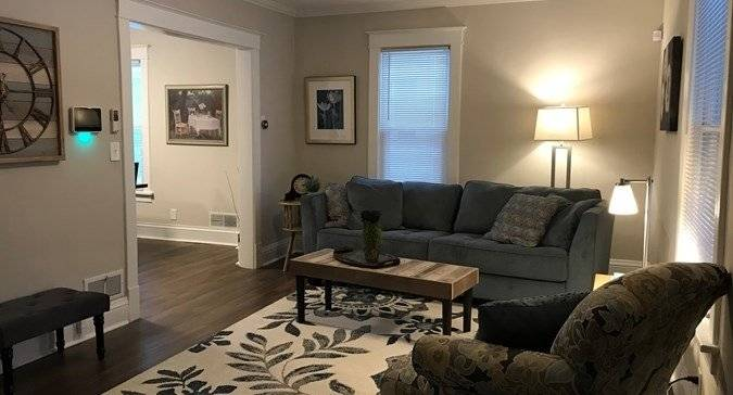 image 1 furnished 2 bedroom House for rent in Libertyville, North Suburbs