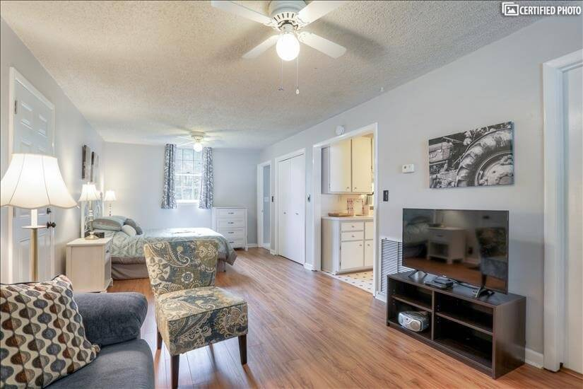 Furnished Studio Downtown Franklin
