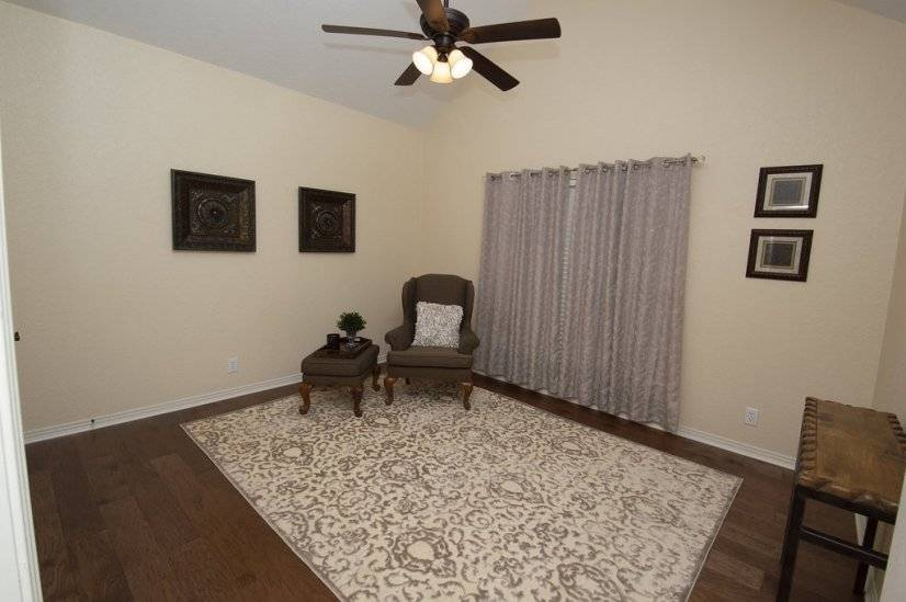 Reading area or 4th bedroom