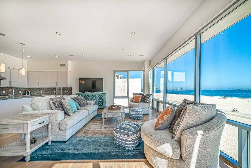 Ocean Front luxurious Condo with views!!