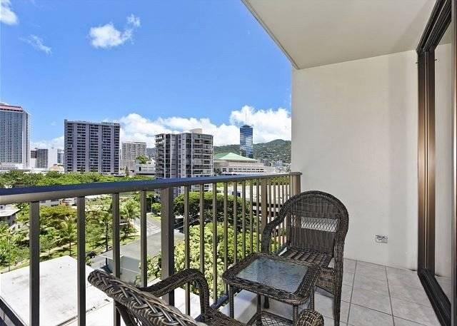 Chateau Waikiki 1014-UPGRADED 2 bedroom
