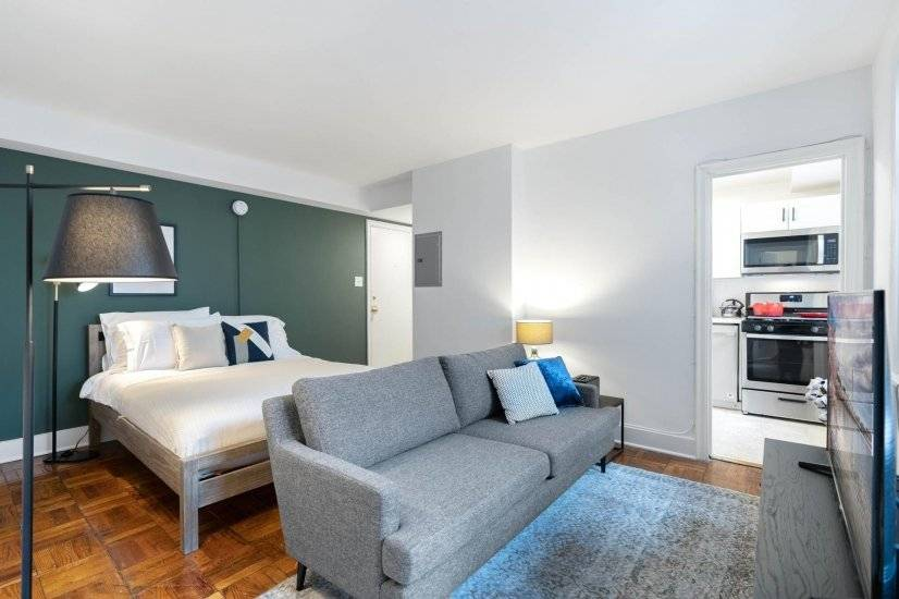Comfy Logan Circle Studio w/ Rooftop