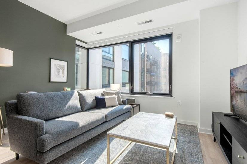 Modern NoMa 1BR w/ Pool , Rooftop