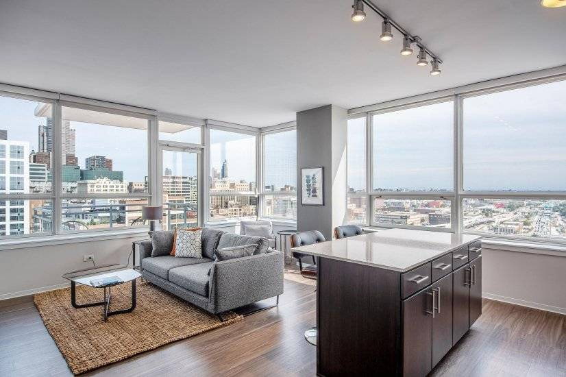 Expansive West Loop 2BR w/Gym, Pool, W/D