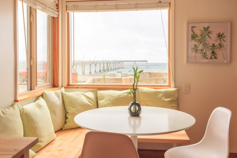 Dining Area - Ocean and Pier view!
