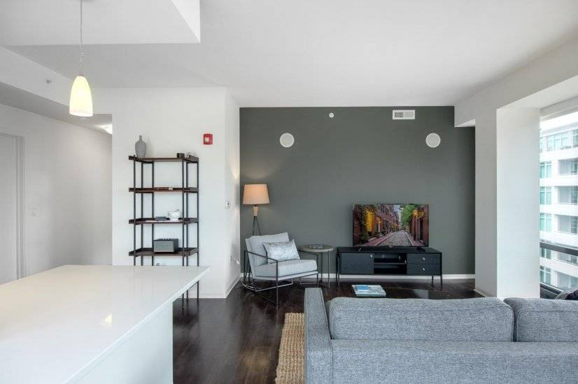 Rad West Loop 2BR w/ Gym and Pool