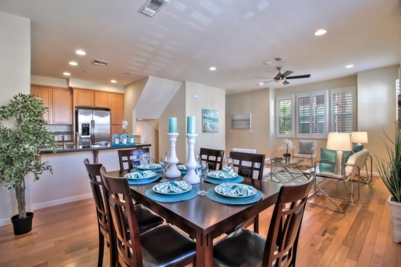 Bright ,spacious dinning, kitchen and living area