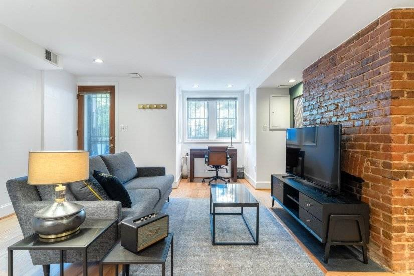 Mod Logan Circle 1BR by Metro
