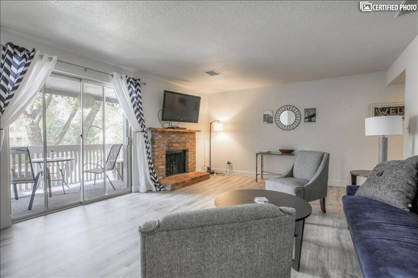 Chic,Furnished Remodeled 2 Bedroom Condo