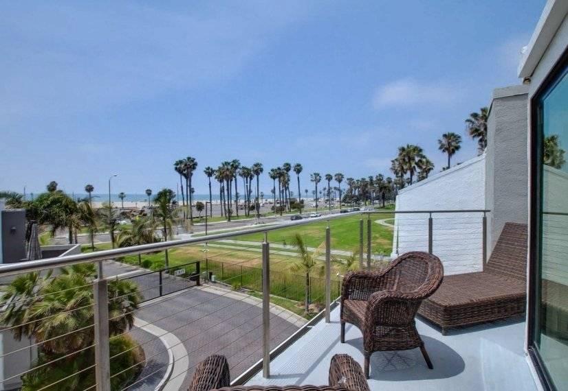 2BR Den Oceanfront House Venice Beach