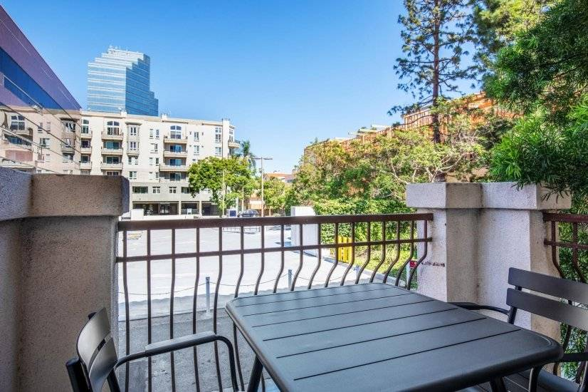 Bright Brentwood 1BR, near UCLA & shops