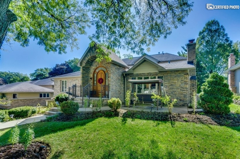 Upscale Luxury Home in Glen Ellyn, IL