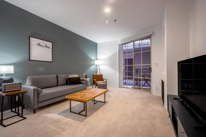 Charming Mid-Wilshire 1BR w/ Sundeck