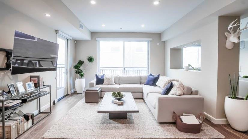 Luxury 2 bed Brentwood Furnished Condo