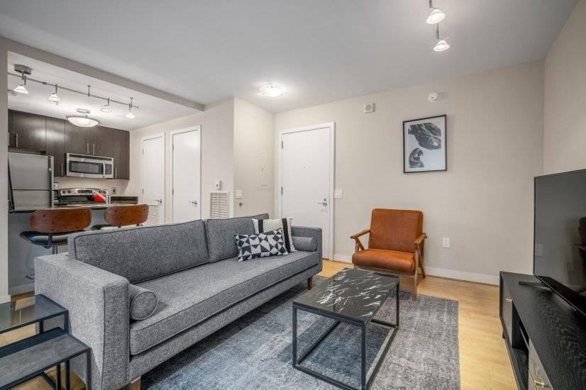 Comfy Downtown 1BR w/ Gym & Rooftop
