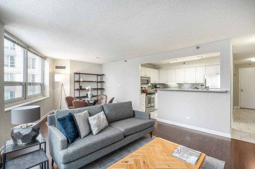 Mod River North 2BR w/Gym,W/D, nr the L