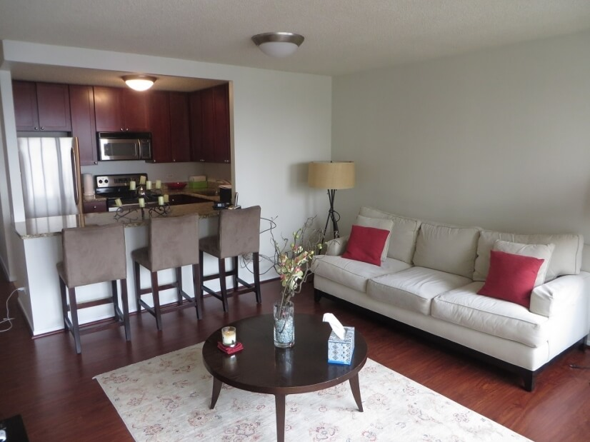 Exclusive Suites 1 BED 30 E. Huron 3405