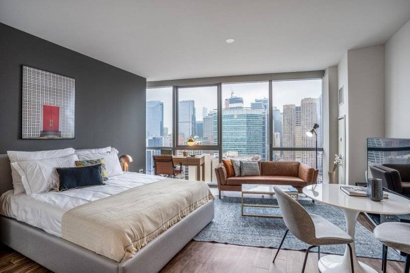 Ideal West Loop Studio w/Gym, Pool