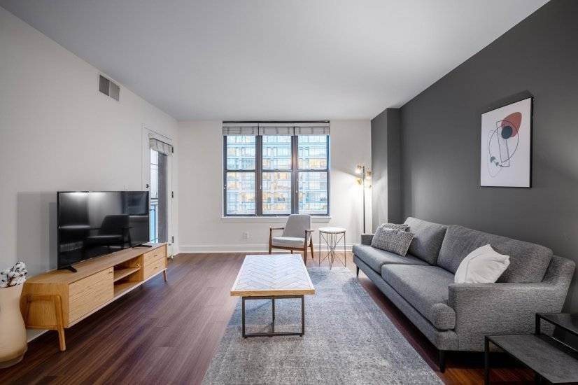 Hip Penn Quarter 1BR w/Gym, Doorman