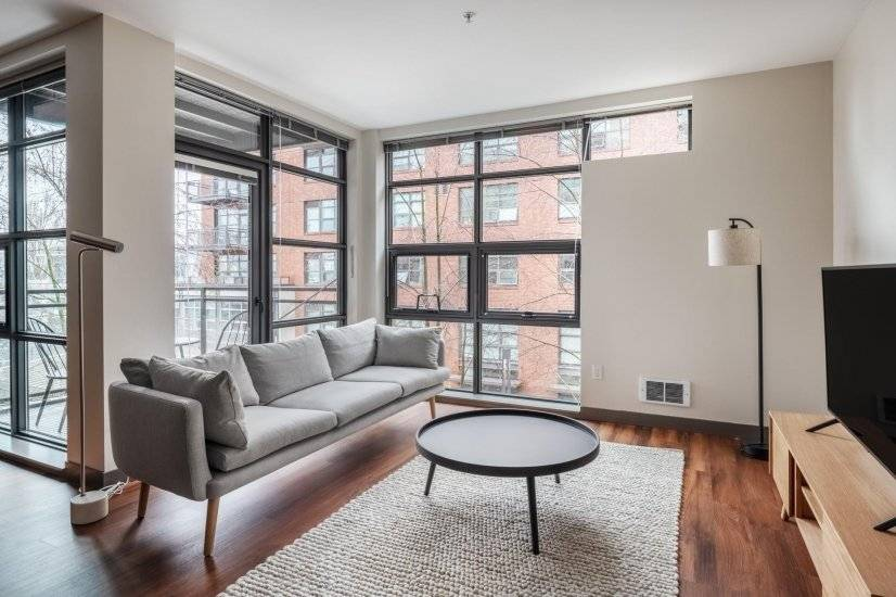 Furnished Eastlake 1BR w/ Washer & Dryer