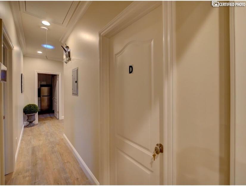 Suite D - Entry.