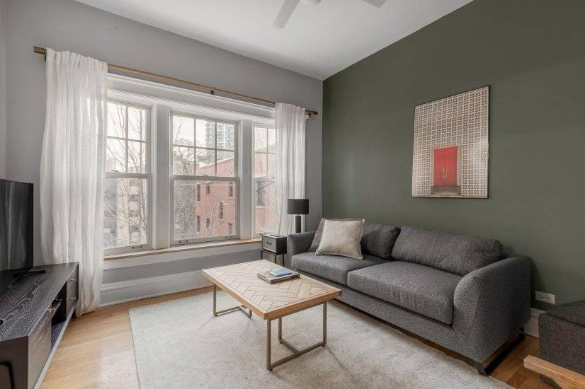 Furnished Lincoln Park 2BR w/ W/D