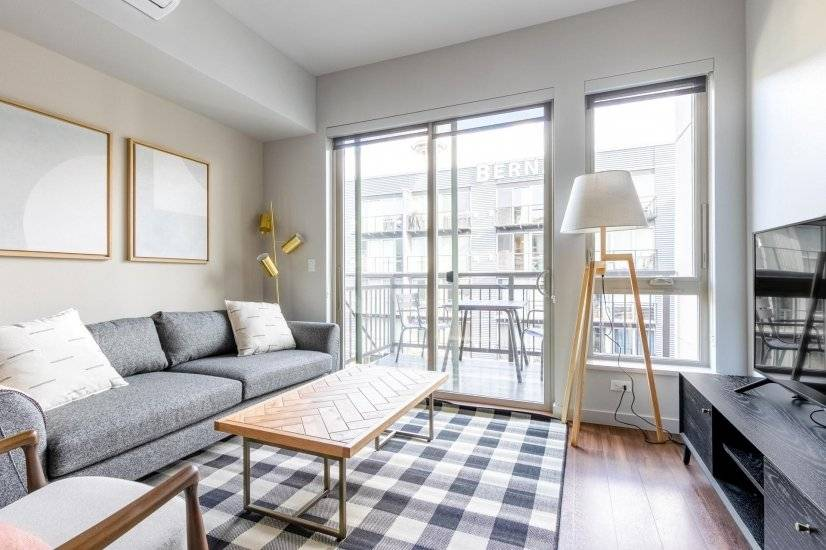 Bright Lower Queen Anne Studio w/Gym,W/D