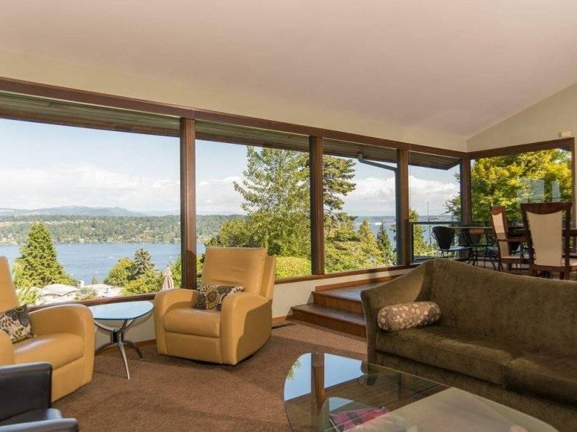 Large Lake View Home in Seattle w/ Pool