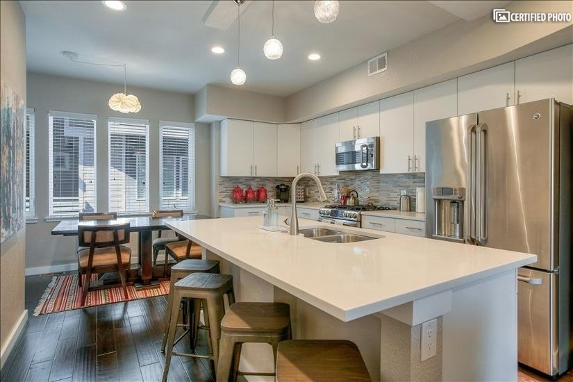 Spacious, modern kitchen is fully equipped!