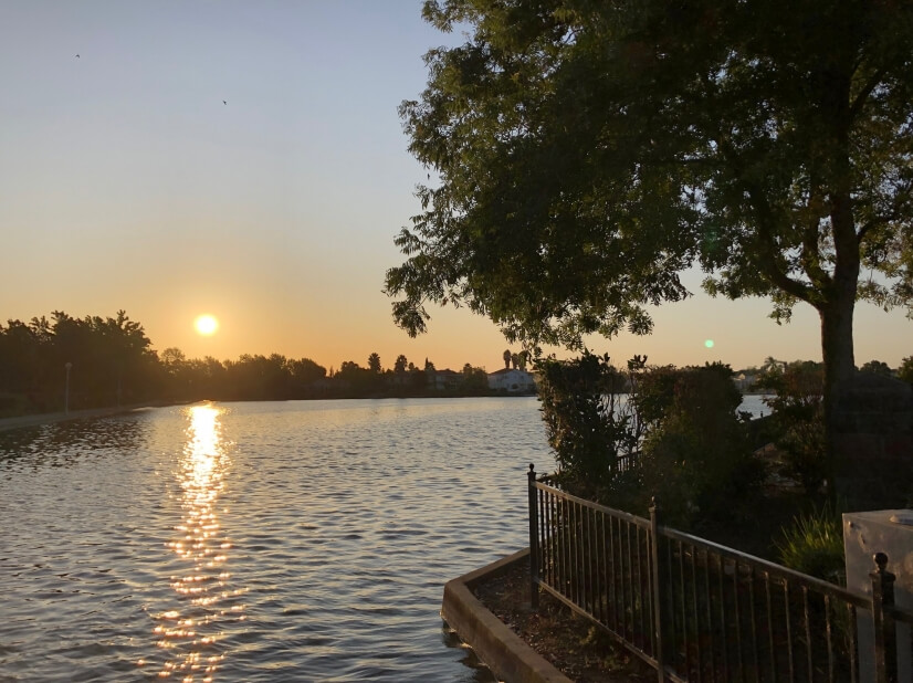Water Front-King Size Bed-Spr speed WiFi