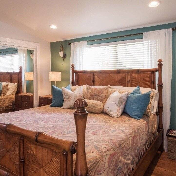 Master bedroom with Tommy Bahama bed & temperpedic mattress