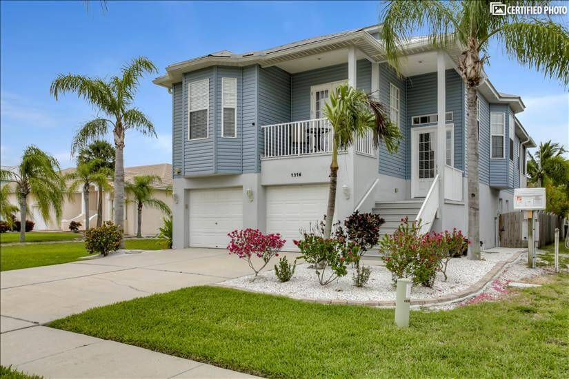 Beautiful Furnished home in Apollo Beach