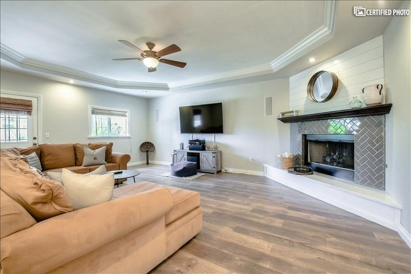Enjoy the large living room with built in sur...