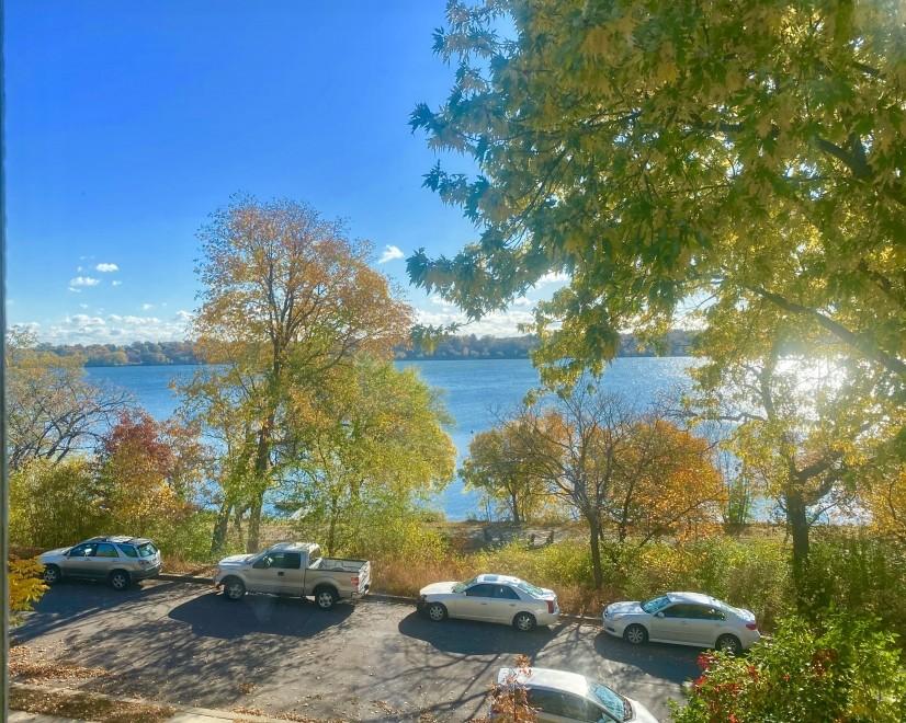 Furnished Apt with Panoramic Lake Views