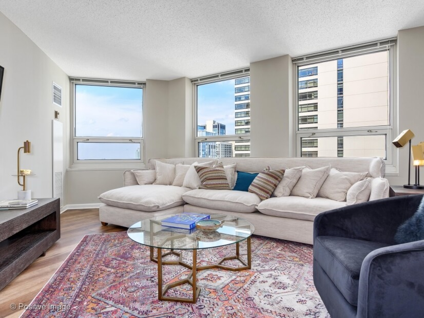 Furnished Gold Coast Apt W/Lake Views