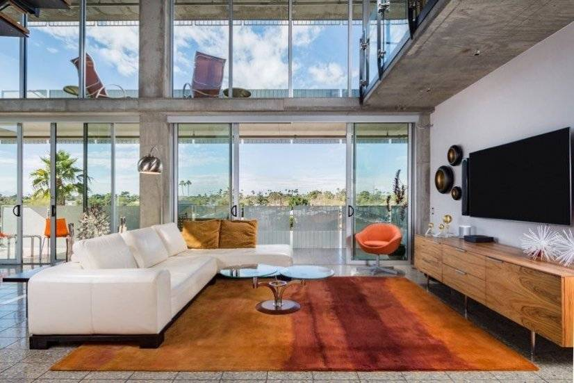 Luxury condo--floor to ceiling light