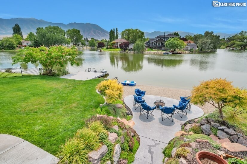 Fully Furnished Estate On The Lake