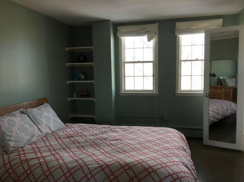 Queen bedroom with Attached bathroom