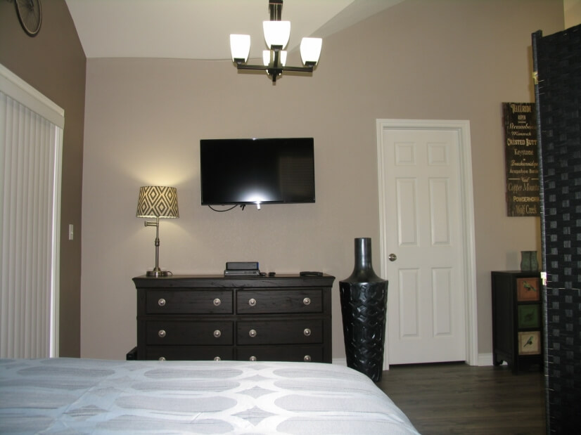 Wall mounted TV swivels for viewing from all areas