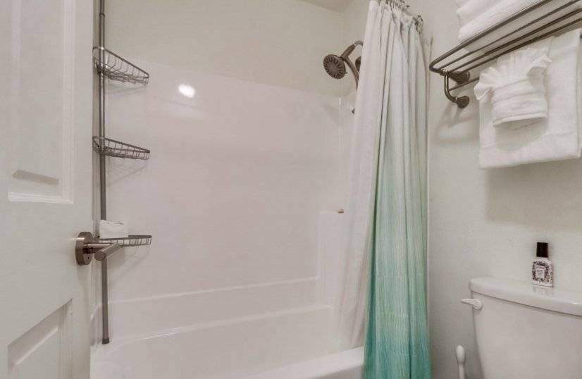 Tub/Shower Combo with Towel Warmer