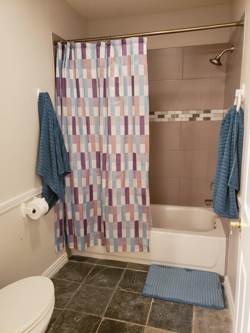 master bathroom has shower/tub