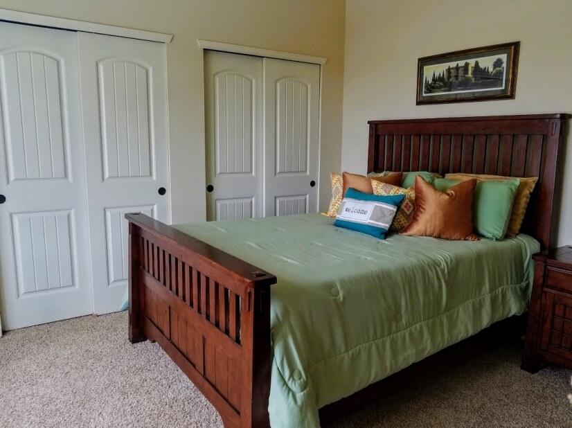 Generous closets & a comfortable Queen size S