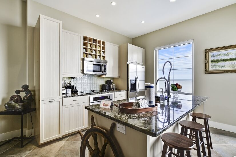 Kitchen offers granite counter tops & lots of cabinet space.