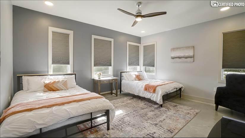 2x queen beds