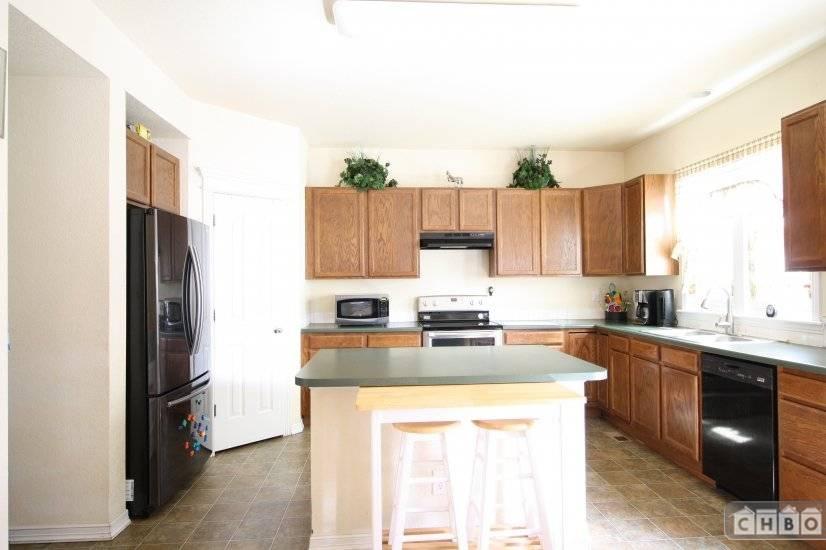 $2700 3 Thornton Adams County, Denver Area