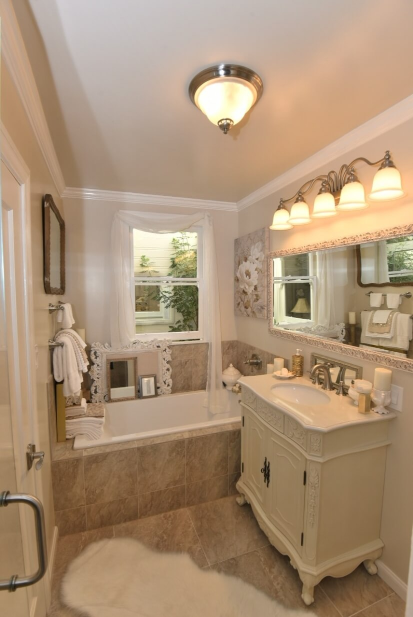 Bathroom with Soaking Tub (Upstairs Main Home)