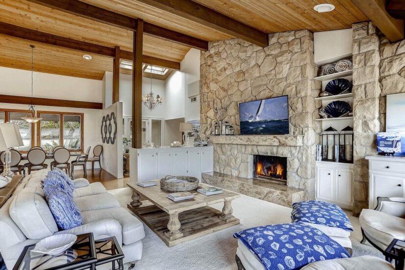 Living room w/ TV